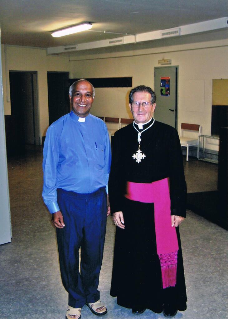Mons. Salvatroe De Filippo cappellano di Lourdes